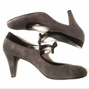 Womens Gray Suede Black Patent Leather Trim Bow 10